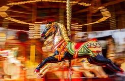 Falta de definición negra de Montion del caballo del carrusel Fotografía de archivo