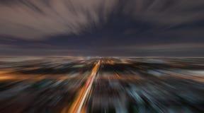 Falta de definición radial de la escena urbana en la noche Fotos de archivo libres de regalías
