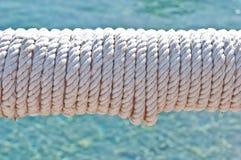 Falta de definici?n en Filipinas una cuerda en barco accesorio del yate como extracto del fondo imagenes de archivo