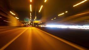 Faltas de definición de movimiento del tráfico de ciudad de la noche de Hyperlapse en alta manera metrajes