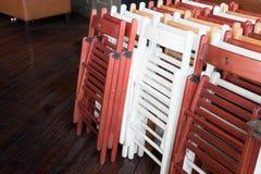 Faltbare Holzstühle Stockbilder
