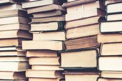 Falten Buchhintergrund Benutzte Bücher Stockbild