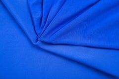 Falten des blauen dreieckigen Gewebes als Hintergrund Lizenzfreies Stockfoto