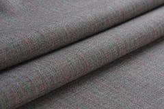 Falten des grauen woolen Stoffes Lizenzfreie Stockbilder