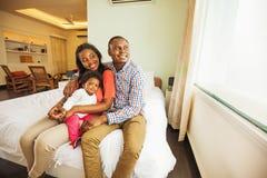 Família africana em casa fotos de stock royalty free