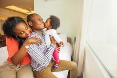 Família africana em casa imagens de stock royalty free