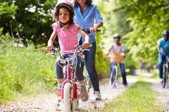 Família afro-americano da multi geração no passeio do ciclo Imagem de Stock