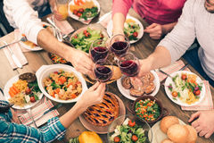 Família agradável que tem o jantar saboroso Foto de Stock