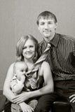 A família, bebê come a gravata do pai Fotografia de Stock Royalty Free