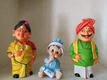 A família bonito, bonecas, arte, pais internos da criança da criança da decoração interior gena a mãe imagens de stock