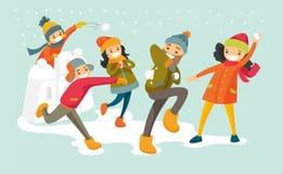 Família branca caucasiano que joga a luta da bola de neve ilustração stock
