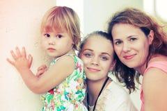 Família caucasiano, mãe com duas filhas foto de stock royalty free