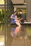 Família chinesa asiática nova com filho do bebê de cinco meses Imagens de Stock