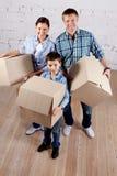 Família com caixas Fotos de Stock Royalty Free