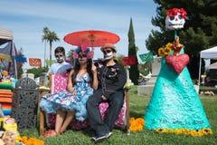 Família com crânio do açúcar Fotografia de Stock