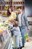 A família com crianças Imagens de Stock Royalty Free