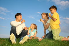 Família com crianças fotografia de stock royalty free