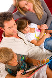 Família com duas crianças Imagem de Stock Royalty Free