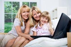 Família com portátil Imagens de Stock