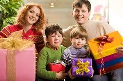 Família com presentes Fotografia de Stock