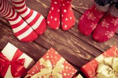 Família com presentes do Natal Imagens de Stock