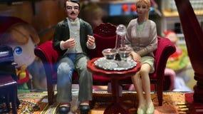 Família da boneca da sala de visitas do vintage fotografia de stock royalty free