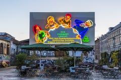 A família da colher - um dos sinais de néon os mais icônicos de antigo Leste Alemão Fotos de Stock Royalty Free