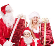 Família de Papai Noel com a caixa de presente da terra arrendada da criança. Foto de Stock Royalty Free