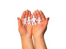 Família de papel nas mãos Foto de Stock
