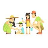 Família de quatro pessoas na caixa de areia Imagem de Stock Royalty Free