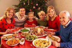 Família de três gerações que aprecia o Natal Fotografia de Stock