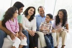 Família do Oriente Médio que senta-se junto fotografia de stock royalty free