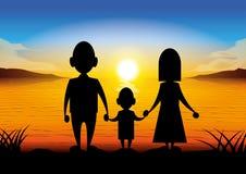 Família dos desenhos animados da silhueta que está no por do sol Fotos de Stock