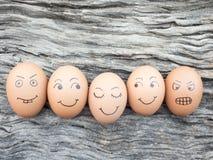 Família dos ovos colocados no assoalho de madeira Fotografia de Stock Royalty Free