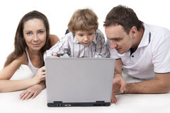 Família e computador Fotos de Stock Royalty Free
