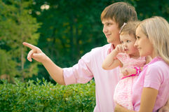 Família e filha de sorriso bonitas Foto de Stock Royalty Free