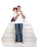 Família e muitos colchões Fotografia de Stock