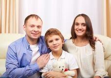 Família em casa imagem de stock