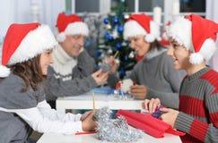 Família em chapéus de Santa Imagens de Stock Royalty Free