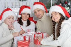 Família em chapéus de Santa Imagem de Stock