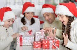 Família em chapéus de Santa Foto de Stock
