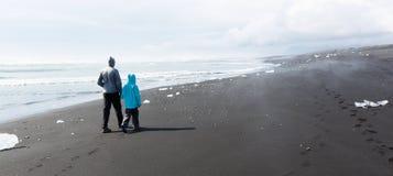 Família em Islândia foto de stock