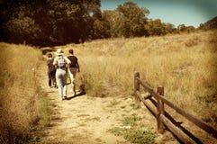 Família em uma caminhada Imagens de Stock