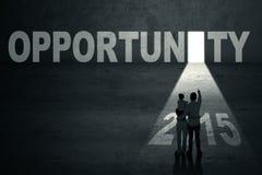 A família entra na porta da oportunidade ao futuro 2015 ilustração stock