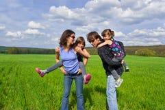 Família feliz ao ar livre fotos de stock royalty free