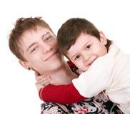 Família feliz com o menino dois. fotografia de stock royalty free