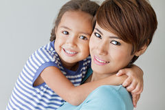 Família feliz com sorriso, filha positiva e mãe fotografia de stock royalty free