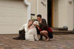 Família feliz com um cão imagem de stock royalty free