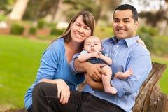 Família feliz da raça misturada que levanta para um retrato Imagens de Stock Royalty Free