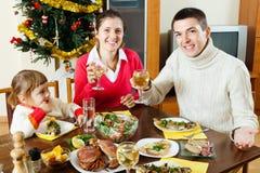 Família feliz do Natal três de comemoração Fotografia de Stock